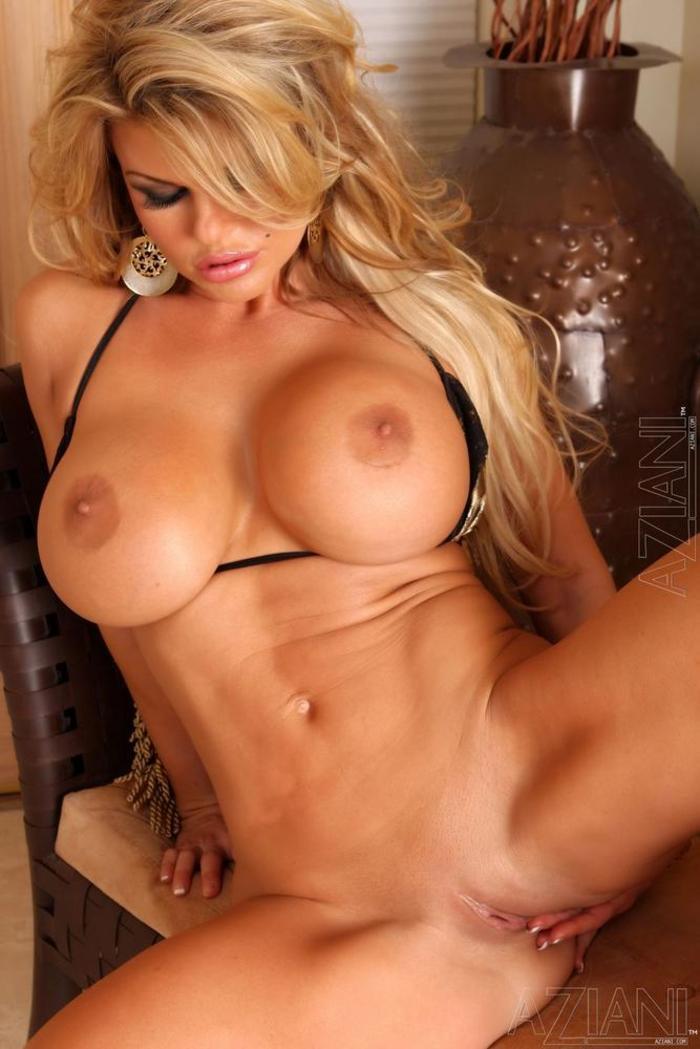 Фото голых телок с огромными телками